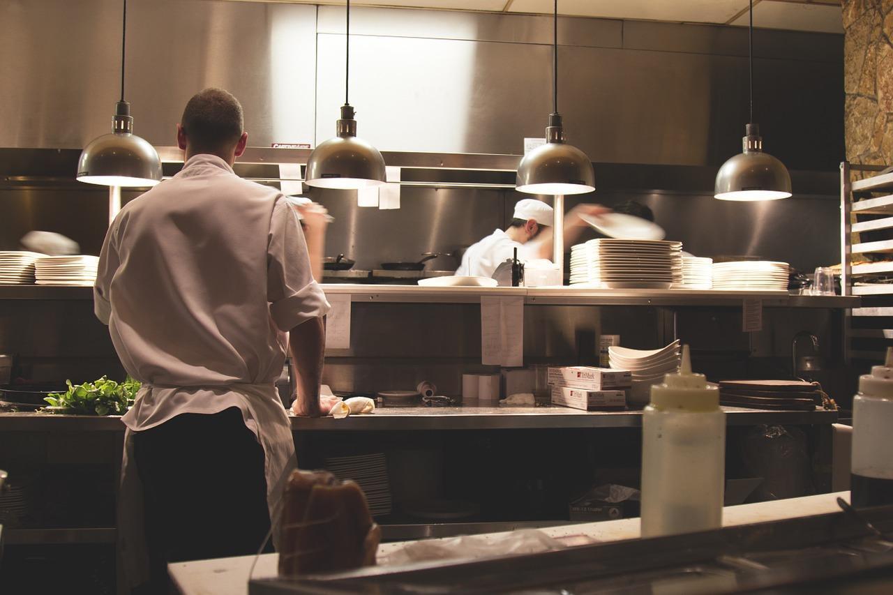Jakie sprzęty ułatwią Ci pracę w kuchni?