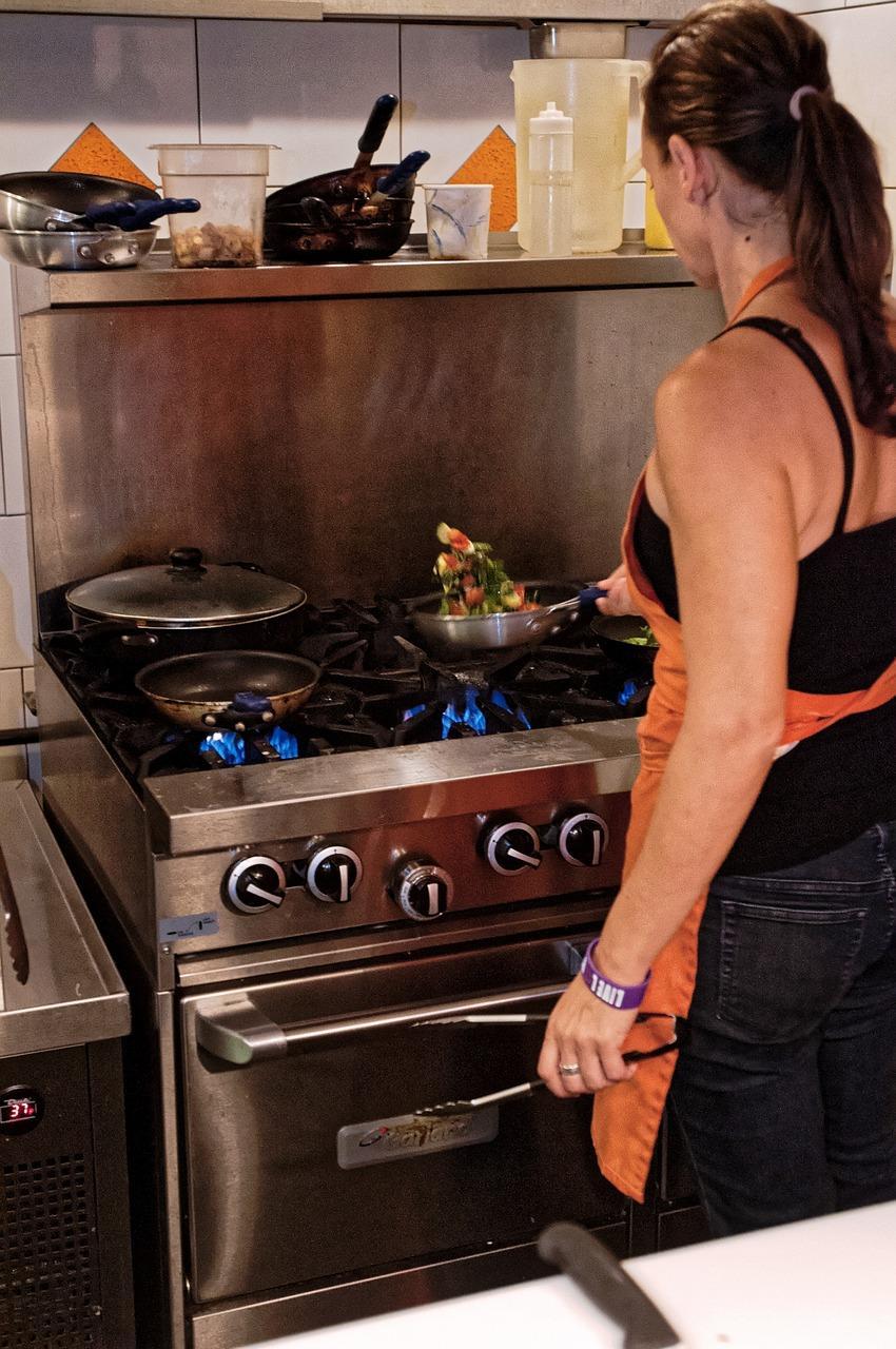 Gazowa, elektryczna, indukcyjna – którą kuchenkę wybrać?